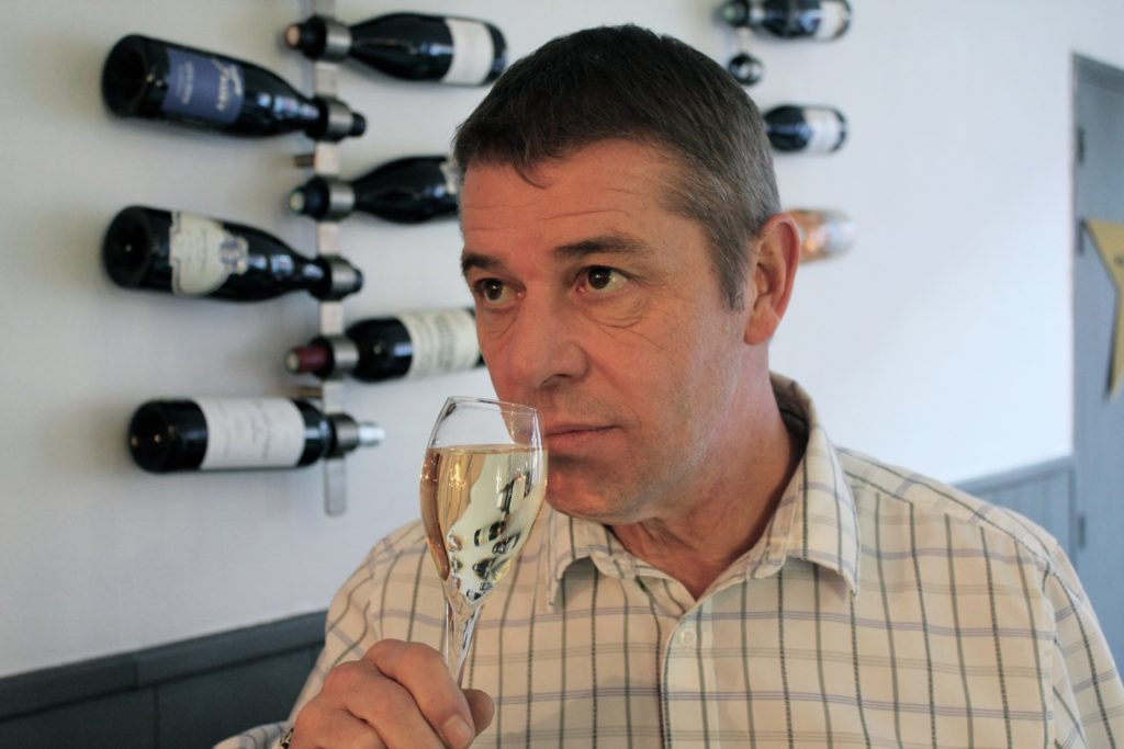 Tasty Life Magazine lifestyle équilibré vin boissons fêtes effervescents bulles crémants alsace champagne Christian Caron sommelier
