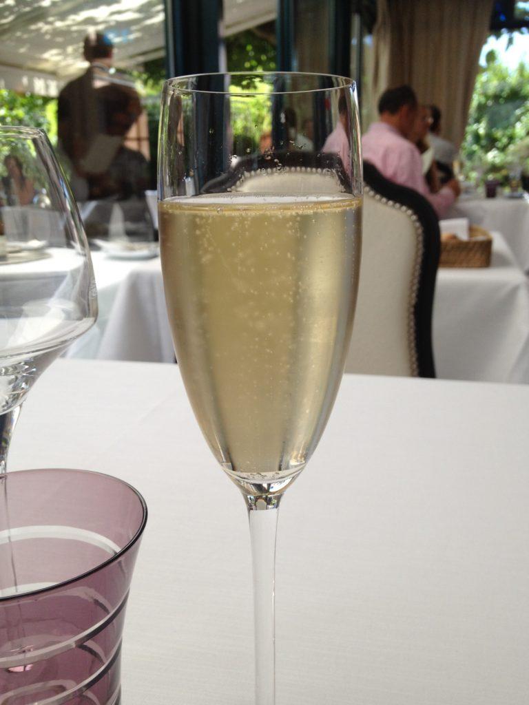 Tasty Life Magazine lifestyle équilibré vin boissons fêtes effervescents bulles crémants alsace champagne