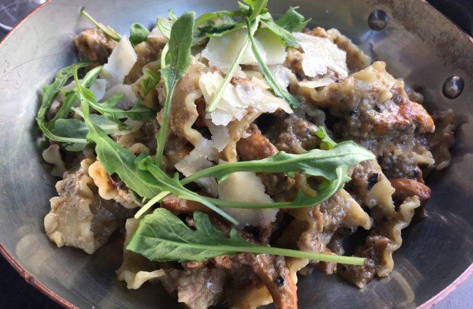 Pasta, évidemment, avec des champignons. Vraiment une cuisine fraîche et goûteuse au Bastardo. Crédit photo : Tasty Life Magazine.
