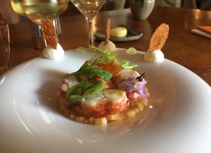 Mmmmmh, on se régale avec ce homard si fondant. Finesse et délicatesse, comme toujours à la Maison Kieny. Crédit photo : Tasty Life Magazine.
