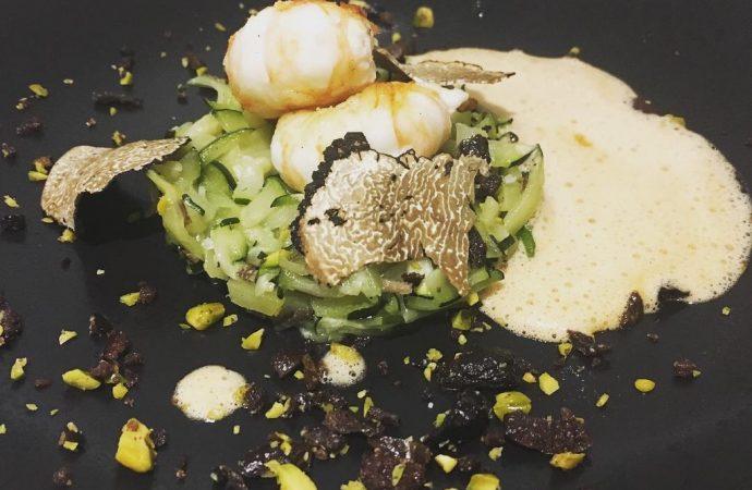 Quelques truffes avec le poisson, les courgettes, etc... Belles alliances. Crédit photo : Tasty Life Magazine.