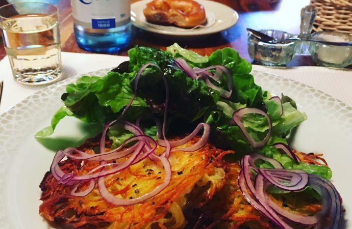 Mmmmmh, des grumbeerkiechele (galettes de pommes de terre) à la Stub du Parc à Obernai. Crédit photo : Tasty Life Magazine.