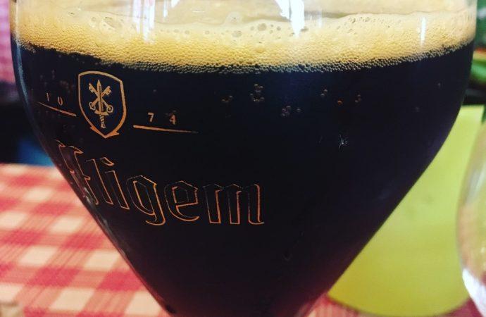 """Au Meiselocker, un picon bière ou amer bière """" avec """" (du citron). Crédit photo : Tasty Life Magazine."""